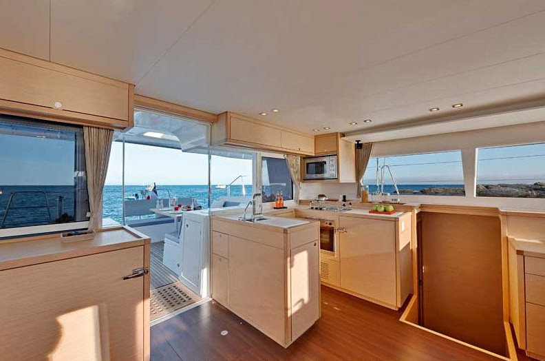 ... bareboats and crewed yachts for sailing holidays - Lagoon 420 Hybrid